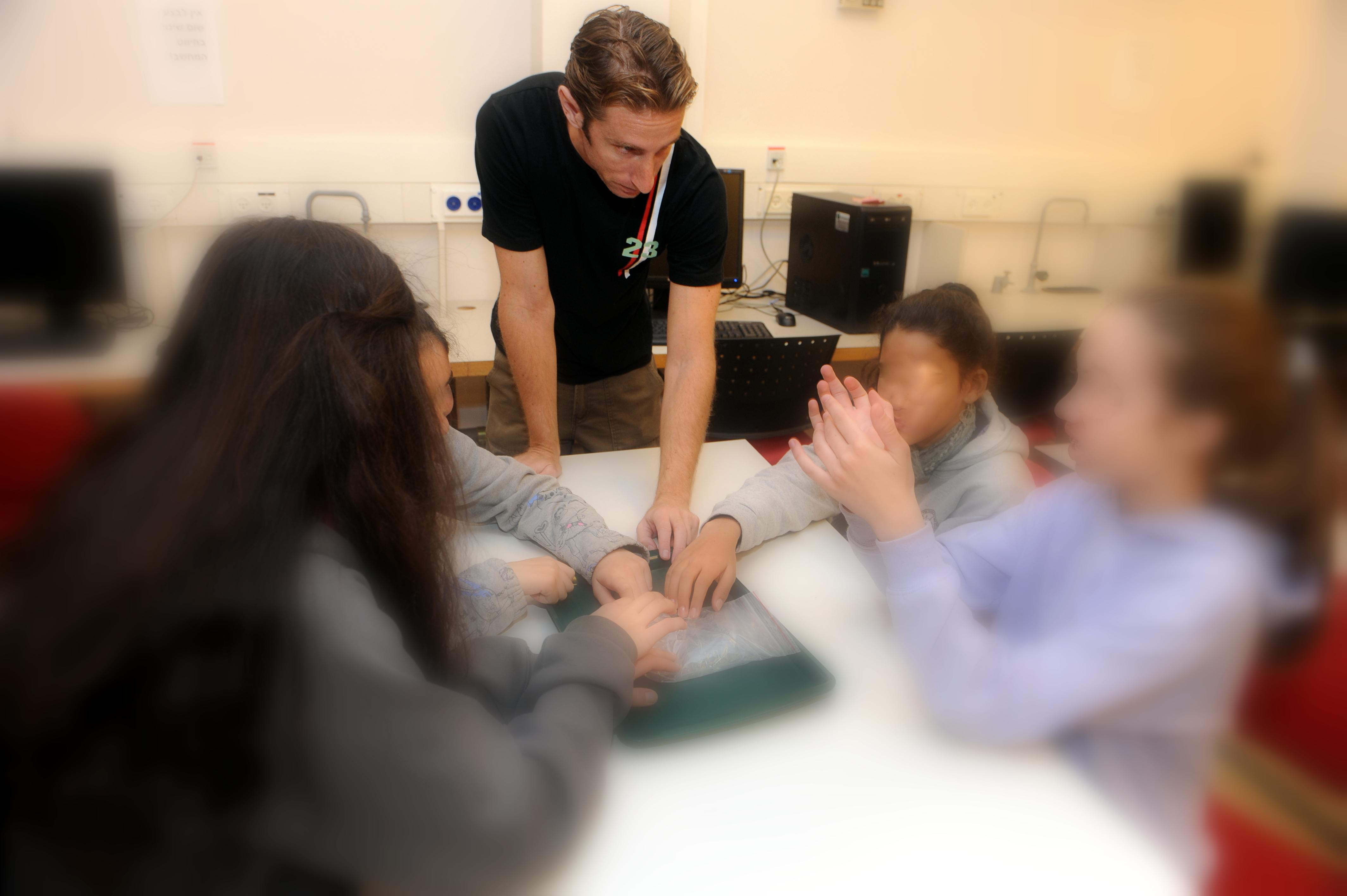 פעילות חקר לתלמידים - Students' inquiry activity