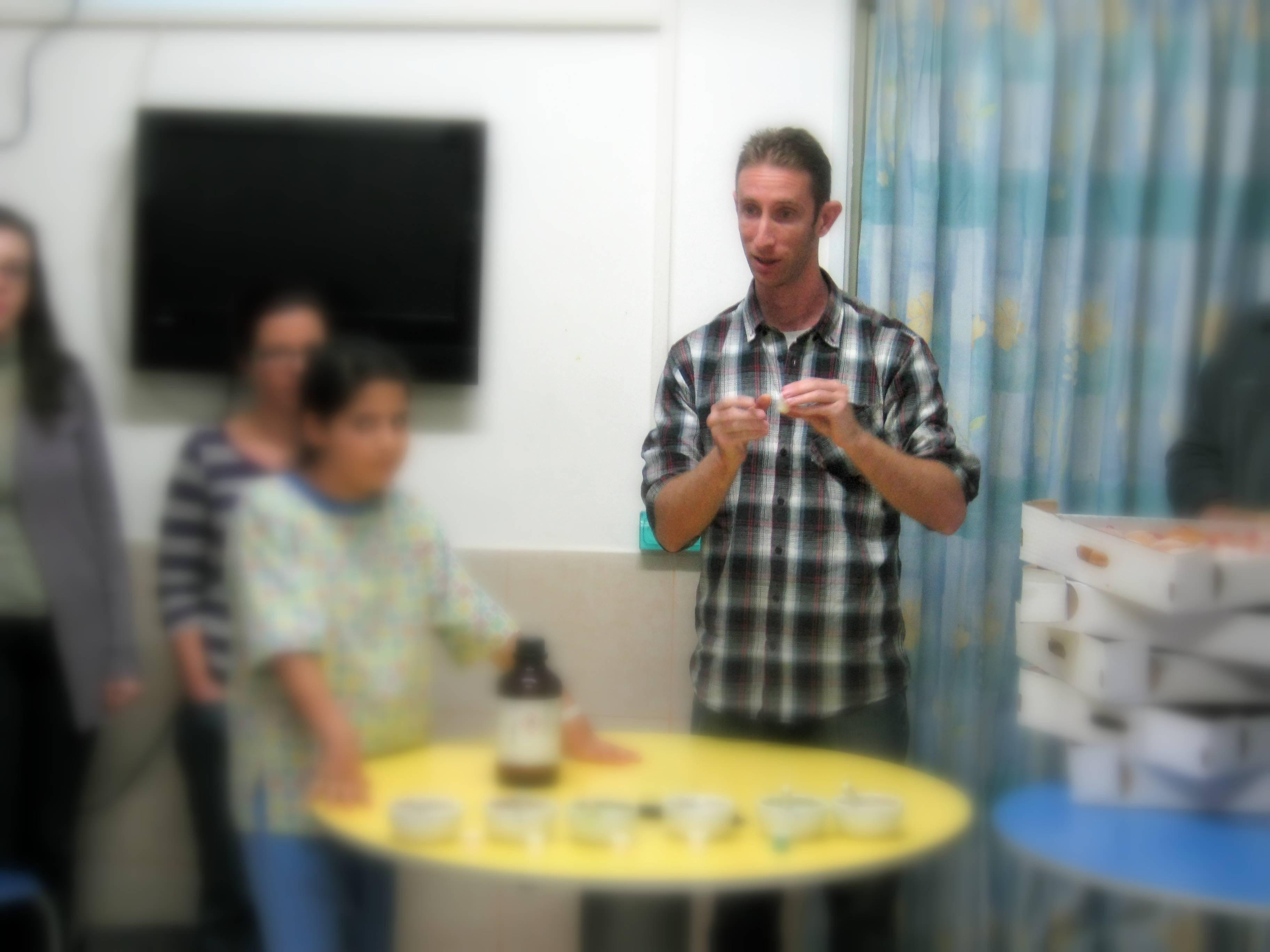 """פעילות התנדבותית לילדים בבי""""ח 'קפלן' - Volunteering activity for children in hospital"""